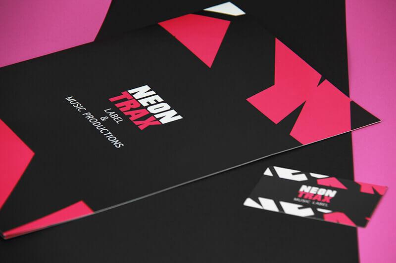 Neon Trax Präsentationsmappe und Visitenkarte