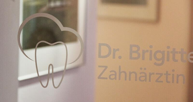 Zahnarztpraxis Dr. Brigitte Puppe Visitenkarte Beschriftung