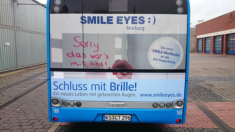 Smile Eyes Augenkliniken Busbeschriftung