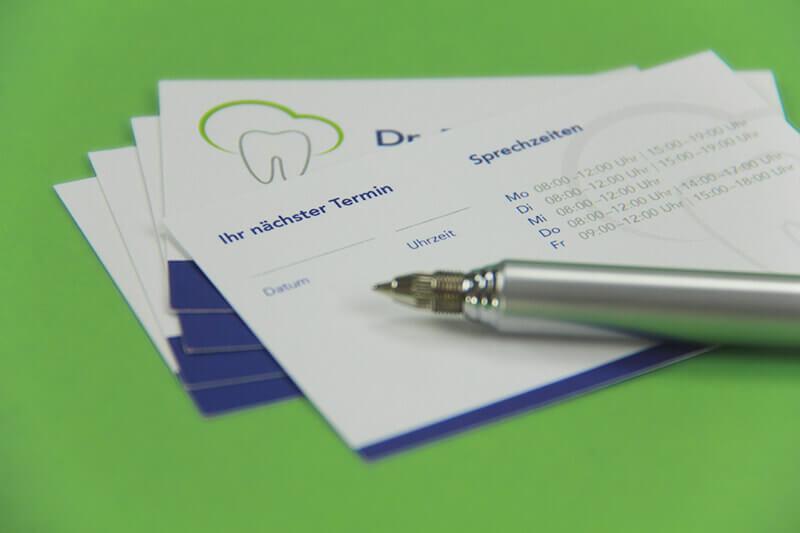 Zahnarztpraxis Dr. Brigitte Puppe Detailaufnahme Visitenkarte