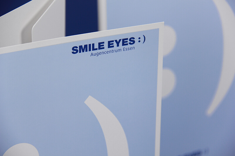 Smile Eyes Augenkliniken Detailaufnahme Präsentationsmappe